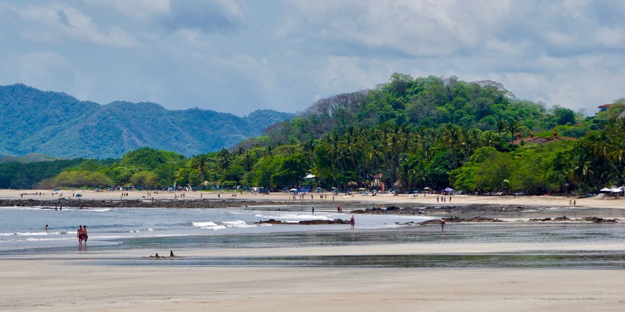 picture of beach at tamarindo costa rica